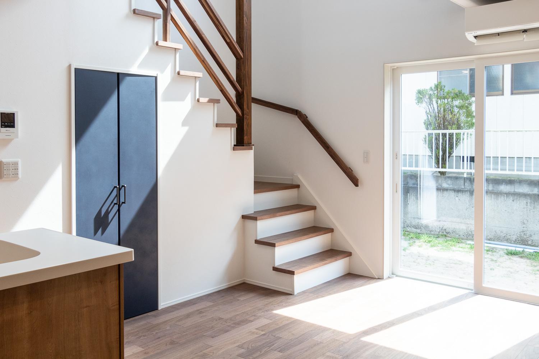二階へ向かう階段|新潟県村上市〜新発田市近郊エリア新築・リフォーム工務店|石田建築